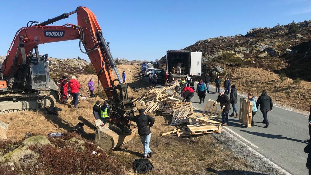 Først demonstrantene, deretter kommunestyret, stanset utbyggingen av Frøya vindpark. Frøya får liten støtte fra nabokommunene, som også er medeiere i Trønderenergi.
