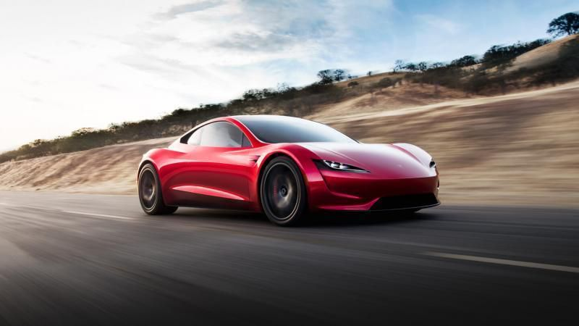 Da Tesla Roadster-planene ble lansert i 2017, sa Musk at rekkevidden med   det tiltenkte 200 kWh-batteriet ville bli 997 kilometer. Nå hevder han at 1000-kilometersgrensen vil bli brutt.