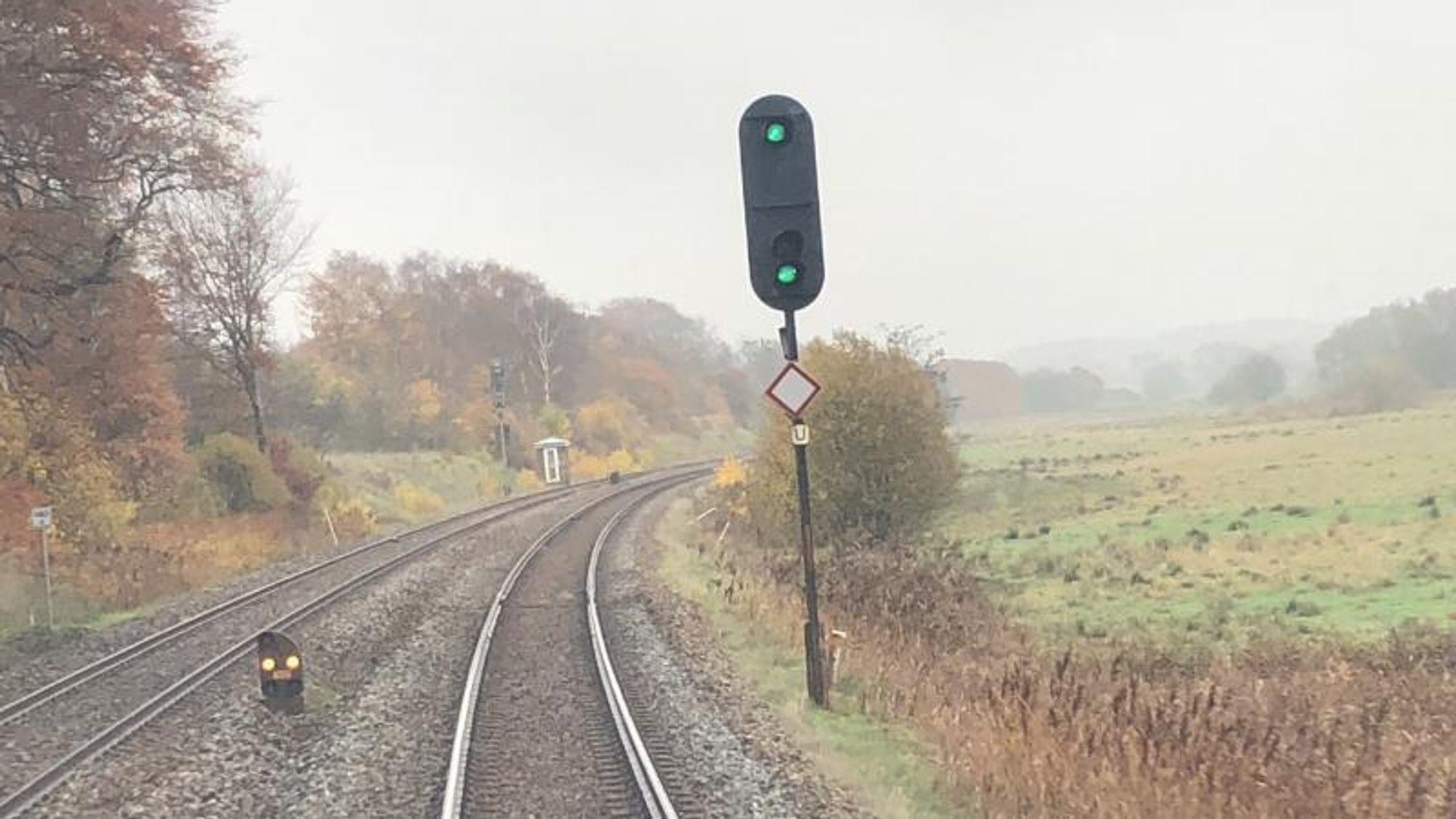 Innføringen av ERTMS i Danmark har møtt på en rekke problemer, som har forsinket prosjektet. Nå er det oppdaget at signalsystemet ikke alltid vet hvilke strekninger togene kan kjøre inn på.