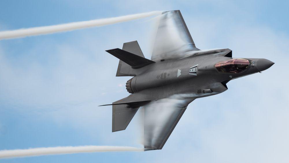 De ser bra ut når de flyr, men det gjør F-35-flyene i mindre grad enn forutsatt. Dette bildet er fra årets USAF-demo på Melbourne Air and Space Show i Florida i mars.