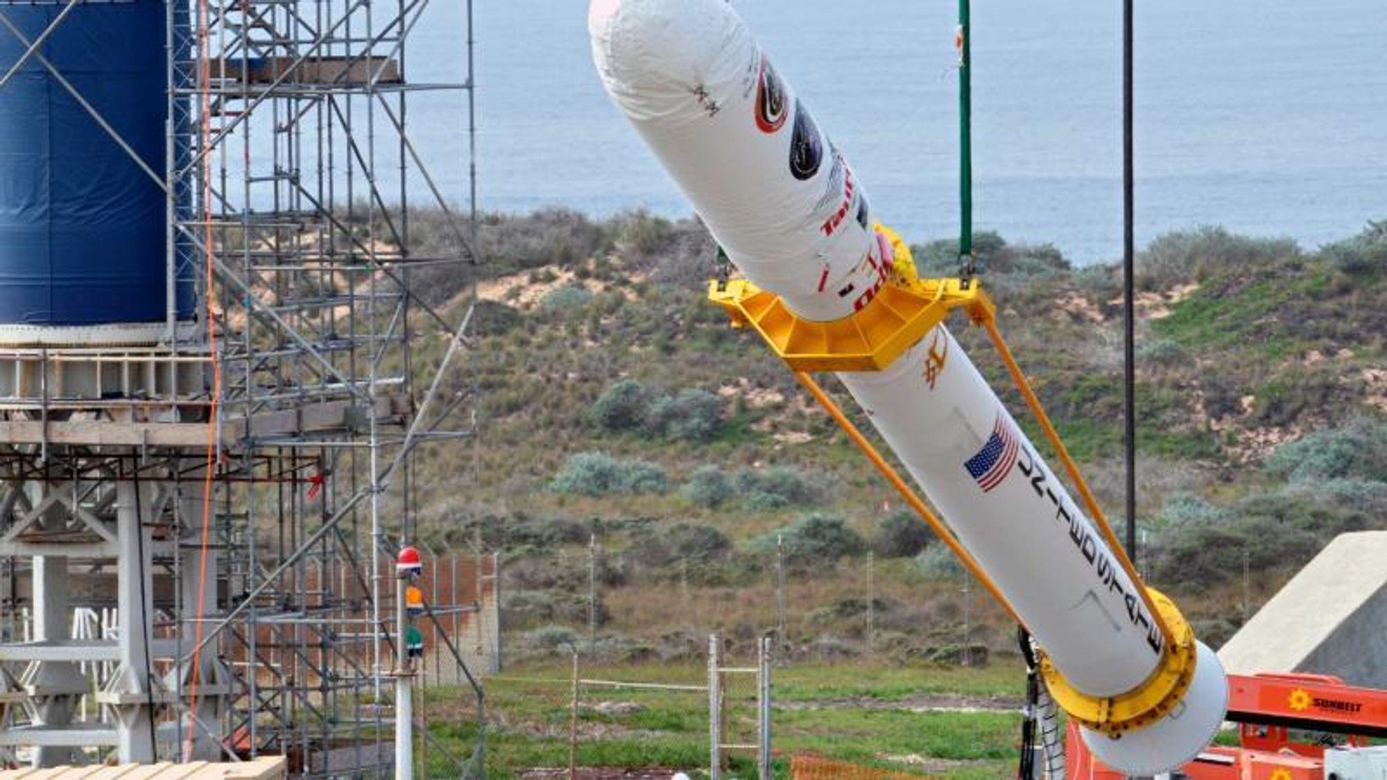 Her monteres Glory til Taurus XL-raketten på Vandenberg Air Force Base i California. Utplasseringen av satellitten feilet på grunn av feil på aluminiumsprofilene i nesekappen.