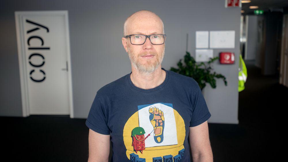 Barnelege Kurt Østhuus Krogh ved St. Olavs Hospital sier det er mye dobbeltarbeid i dagen journalløsning. Dette håper han det blir mindre av når Helseplattformen rulles i gang i 2021.