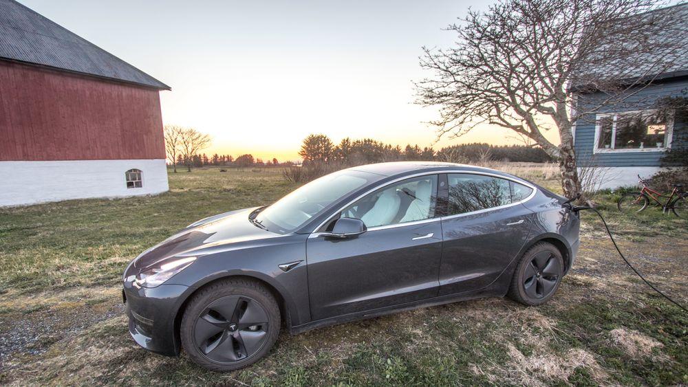 Forbrukstallene til elbilene forteller ikke så mye om hvor mye strøm bilene bruker under kjøring, men sier en del om hvor effektiv laderen er.