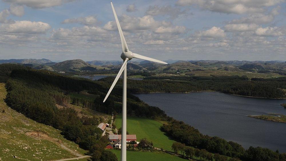 Åsen II i Time kommune var det første vindkraftverket i Norge som fikk elsertifikater. Nå som sertifikatene blir omtrent verdiløse, sliter både Åsen og en rekke små vannkraftverk med økonomien.