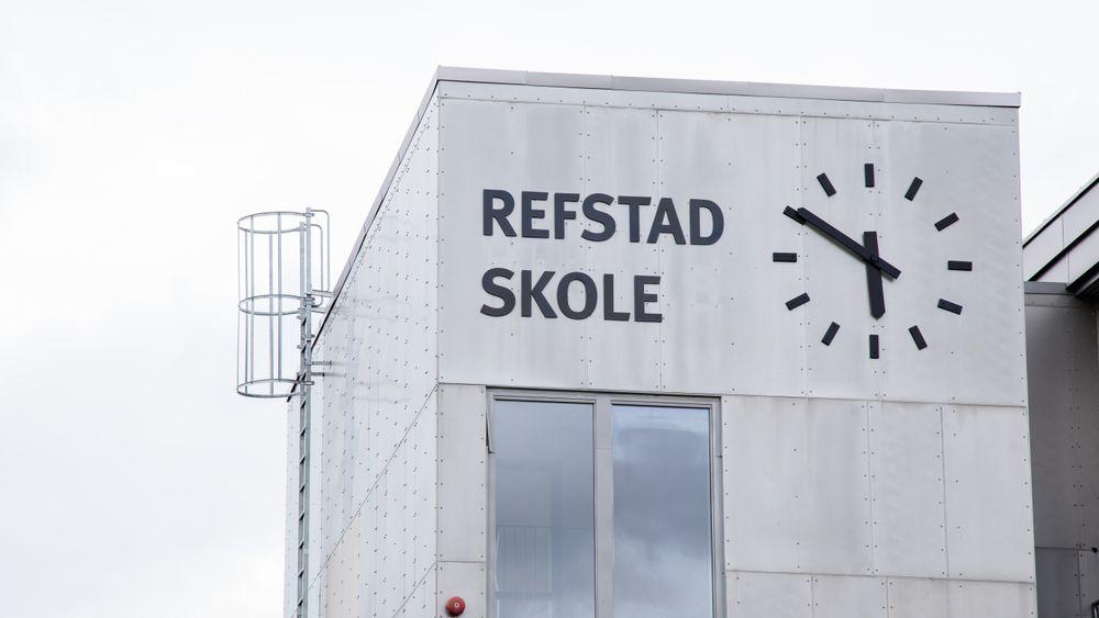 Refstad skole i Oslo må rives etter bare 14 år. Da de rev tak og vegger innvendig, ble det funnet alvorlige setningsskader, bekrefter Undervisningsbygg.