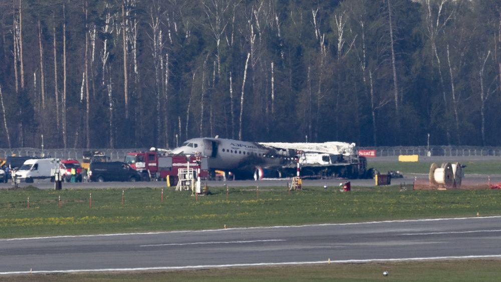 37 av de 78 om bord klarte å evakuere fra det brennende SSJ100-flyet.