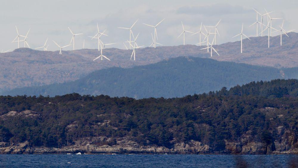 Bare én kommune er hittil overkjørt av sentrale myndigheter i spørsmålet om vindkraftverk. Bildet viser vindturbiner i Midtfjellet vindpark i Fitjar kommune.