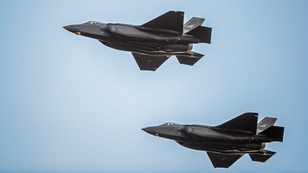To av de tre første F-35A-flyene som kom til Ørland høsten 2017.