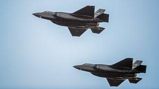 I dag kommer det tre nye F-35 til Norge