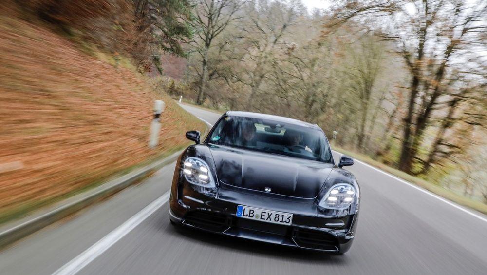 Porsche Taycan blir ingen sinke: 0-100 km/t går unna på 3,5 sekunder.