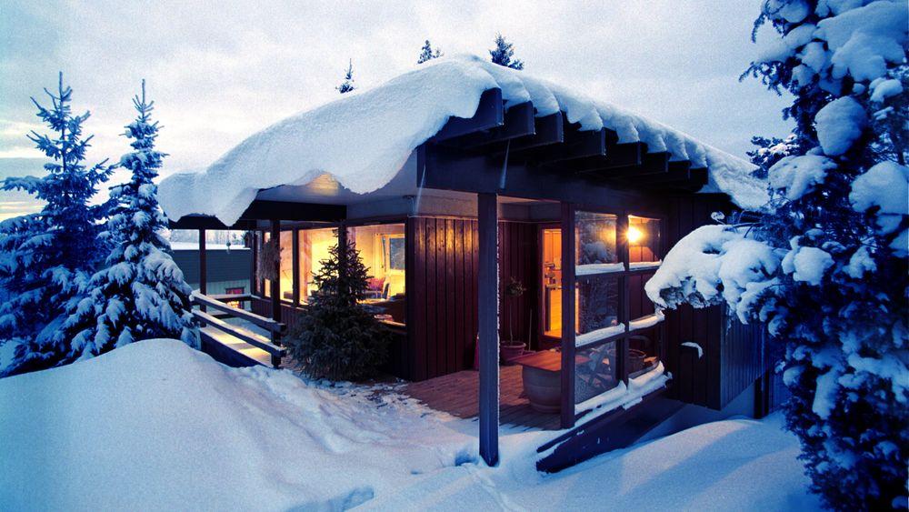 Strømforbruket i norske hytter er sterkt økende, men mange skrur av strømmen i perioder når de ikke bruker hytta. Det skaper problemer for nettselskapene og Elhub.