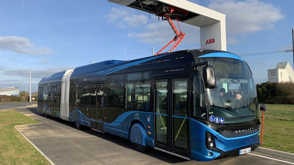 Dette er Heuliez-bussene som skal i drift i Trondheim. Bildet er fra et besøk på fabrikken i Frankrike.