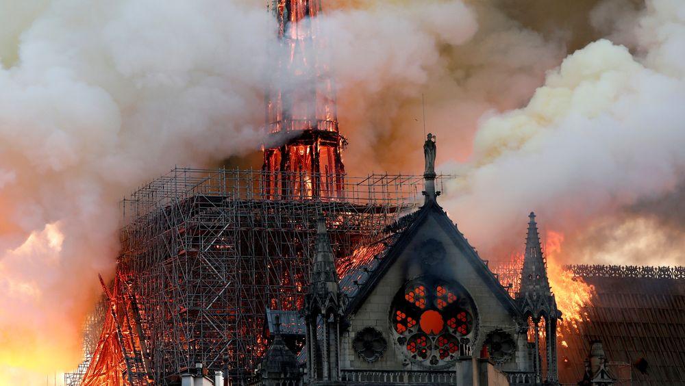 Katedralens tak var laget av hundrevis av tonn med blyplater lagt ut over et rammeverk i tre.