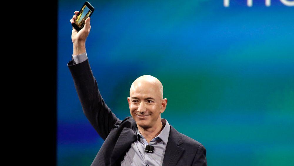 Amazon-sjefen Jeff Bezos vil lage et fartøy som kan lande på månens sørpol innen 2024.