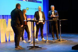 Fra venstre: Debattleder og redaktør i Medier24, Erik Waatland, Siv Juvik Tveitnes, konserndirektør for mediehus i Schibsted, Amund Djuve, sjefredaktør og administrerende direktør i Dagens Næringsliv, og Anders Opdahl, konserndirektør i Amedia.