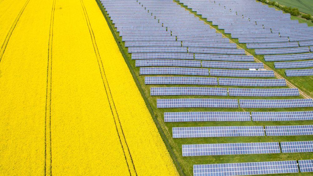 Sol- og vindenergi produserer en stadig større del av elektrisiteten i Tyskland.