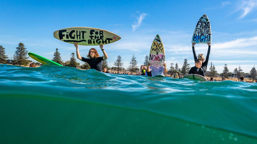 Surfere i byen Torquay i Victoria i Australia demonstrerte 20. april mot Equinors planer om oljeleting i Australbukta. Søndag blir det demonstrasjon i Oslo.