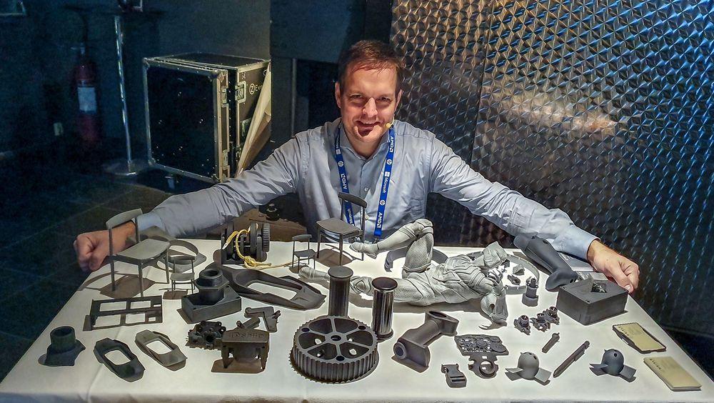 Harald Knutsen i selskapet Meisle AS ser en kraftig vekst i markedet for produksjonstjenester på sine 3D-printere.