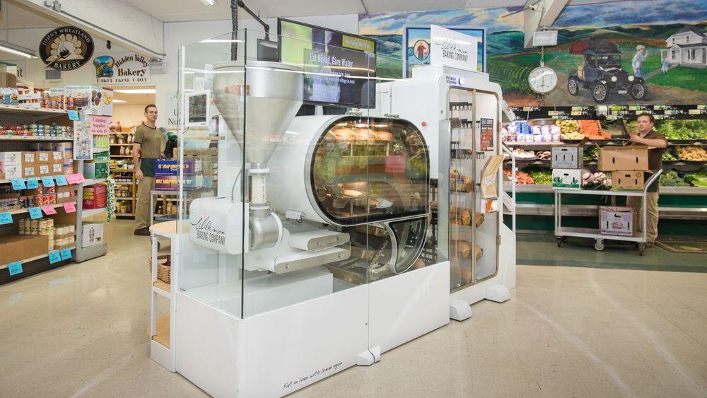 BreadBot-maskinen har allerede blitt betatestet i tre forretninger i USA. I løpet av sommeren skal tre av de største matvarekjedene i USA prøve den.