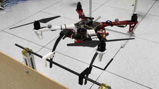 Klør lar droner lande på balkongrekkverk