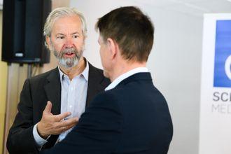 Styreleder i Schibsted, Ole Jacob Sunde. Her i samtale me finansdirektør Trond Berger.