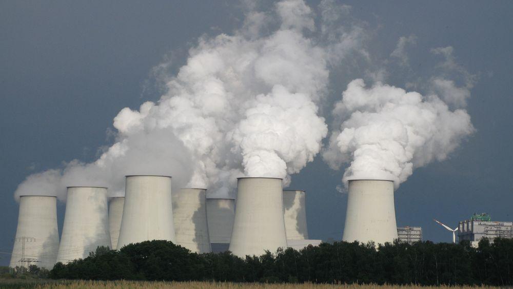 Det er ikke bra for klimaet å bygge nye kjernekraftverk når pengene kan benyttes mye raskere til grønn strøm hvis de brukes på vindenergi, hevder forsker.