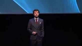 Michal Kosinski på scenen under Sopra Sterias «Power of sharing»-konferanse.