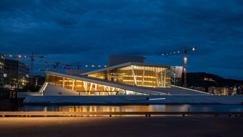 Det er en liten, men betydelig 5 prosents risiko for at hevingen av havnivået kan bli på over 2 meter. I Oslo er operaen ett av byggene som ligger i vannkanten i dag.