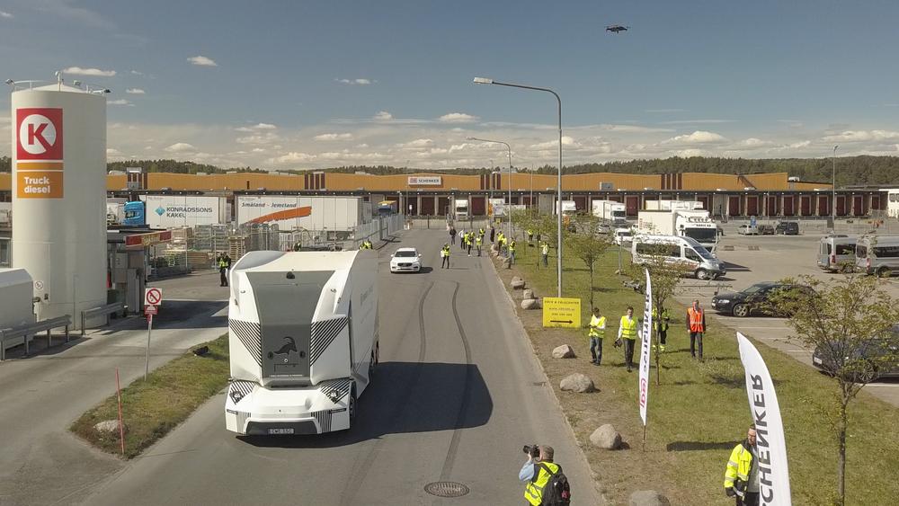 Verdens første selvkjørende el-lastebil på offentlig vei kjører nå i Jönköping.