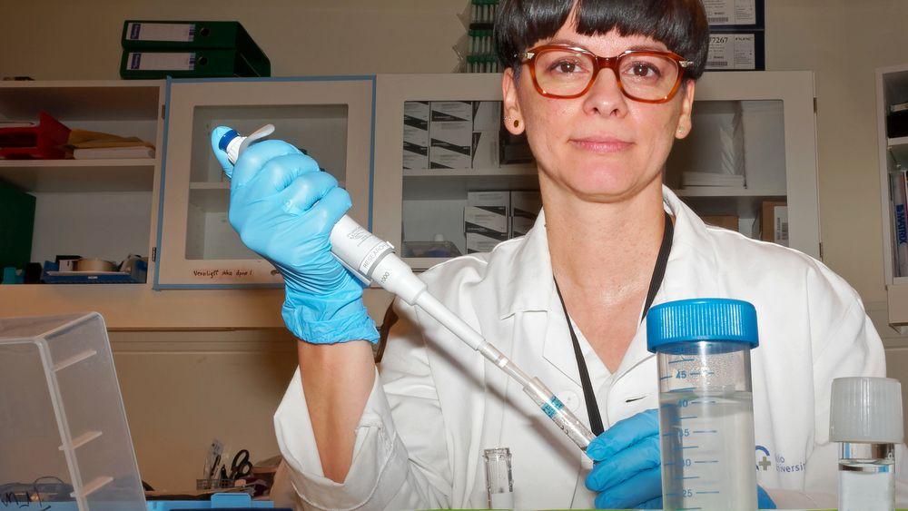 Ana Lobato Pascual forbereder en test med produktet hun har ledet utviklingen av. I dette laboratoriet på Rikshospitalet har det meste av utviklingen foregått. Løsningen ble først presentert av professor Peter Fedorcsàk i 2008.