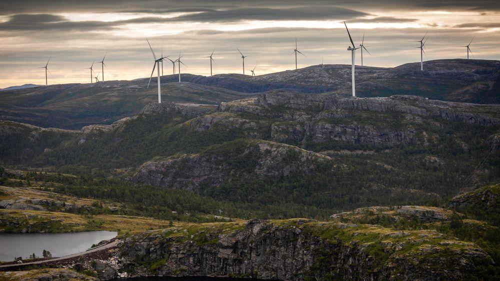 Fosen vindpark blir Norges desidert største. Seks av disse turbinene er nok til å dekke kraftbehovet til de 4.300 innbyggerne i sammenslåtte Åfjord kommune.