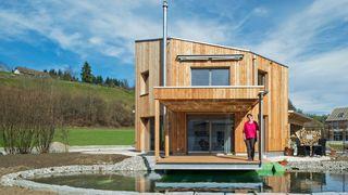Dette minimalistiske fremtidshuset er selvforsynt med «alt»