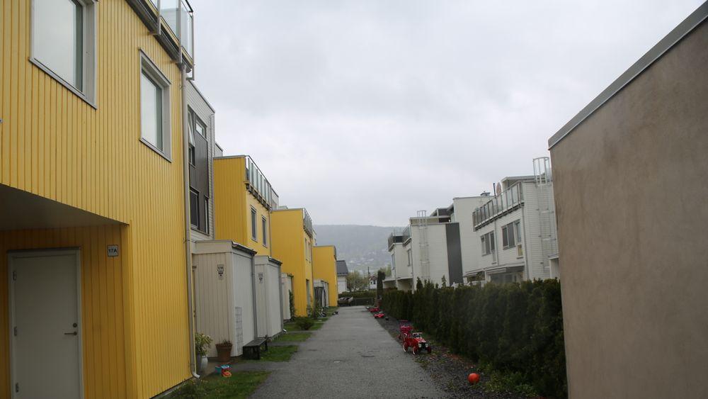 Leiligheter i Strømsgodset Hageby på Gulskogen utenfor Drammen ble solgt for fem millioner kroner senest i 2017. Nå er de anbefalt revet.