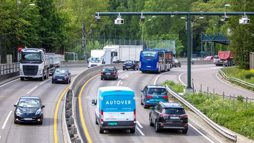 1.juni innføres det flere bomstasjoner og endret takstsystem for bilister i Oslo og Akershus. I flere byer diskuteres nå bompenger heftig. Debatten går også i Danmark, hvor forsøk viser at veiprising kan innføres med 99 prosent nøyaktighet.