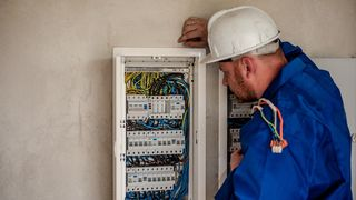 Eidsiva har begynt å stenge strømmen hos kunder som ikke vil ha ny strømmåler