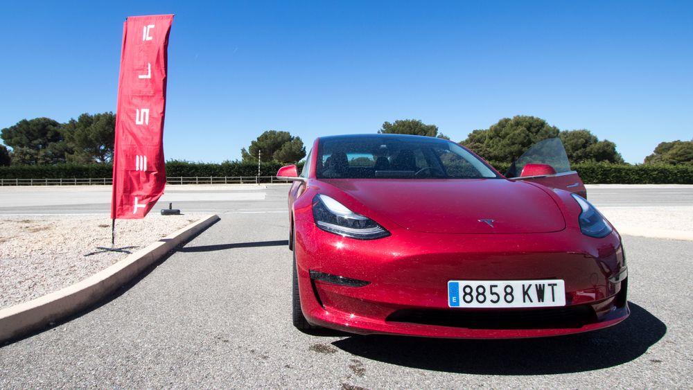 Tesla Model 3 er en etterspurt bil i Tyskland.