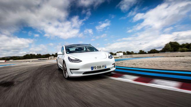 Teslas ingeniører forteller: Slik jobbet vi med Model 3