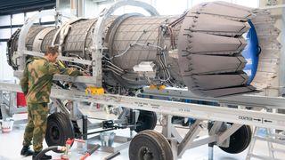 Her skrur de på verdens kraftigste jagerflymotor