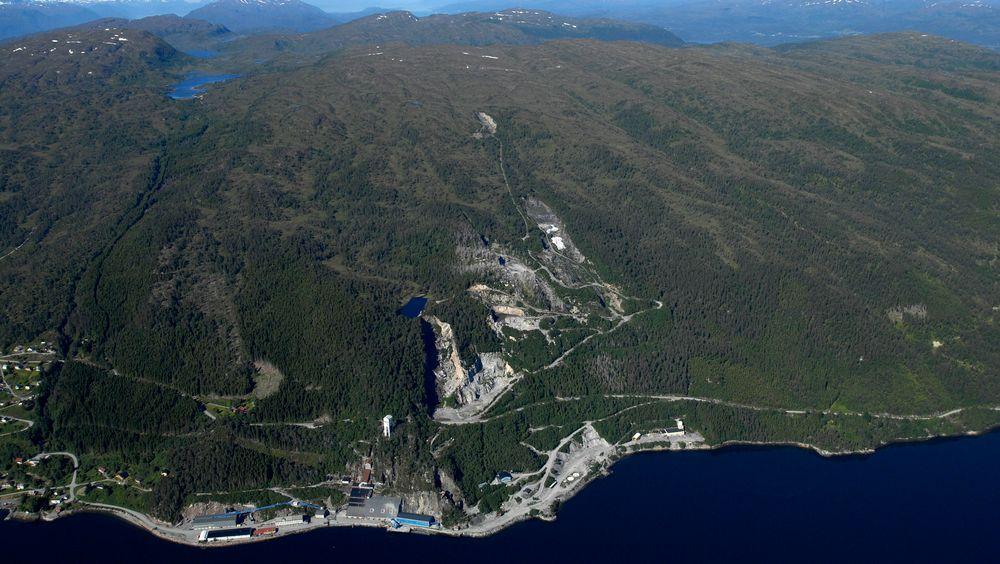 Selskapet Bergmesteren Raudsand AS sier de det er nok plass i fjellet i Nesset kommune i Møre og Romsdal til å lagre farlig avfall i uoverskuelig tid.  Fjellhaller skal nemlig sprenges ut etter behov.