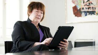 Én av fem næringslivsledere leser ansattes epost