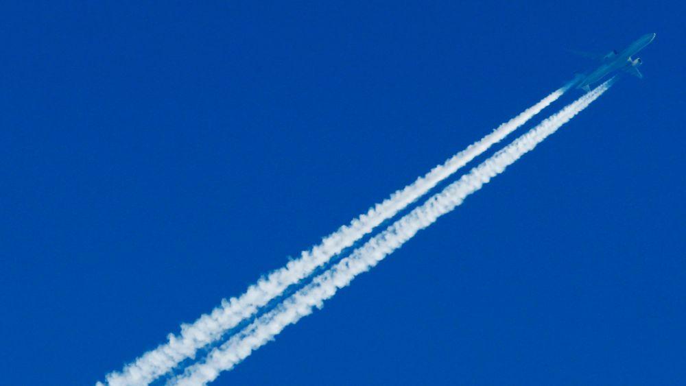 Effektene av kondensstriper vil bety enda mer i fremtiden, hvor den oppvarmende virkningen fra kondensstriper og skydannelser forventes å tredobles fram mot 2050 på grunn av veksten i flytrafikken.