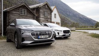 Jaguar I-Pace og Audi E-Tron i Lærdal.