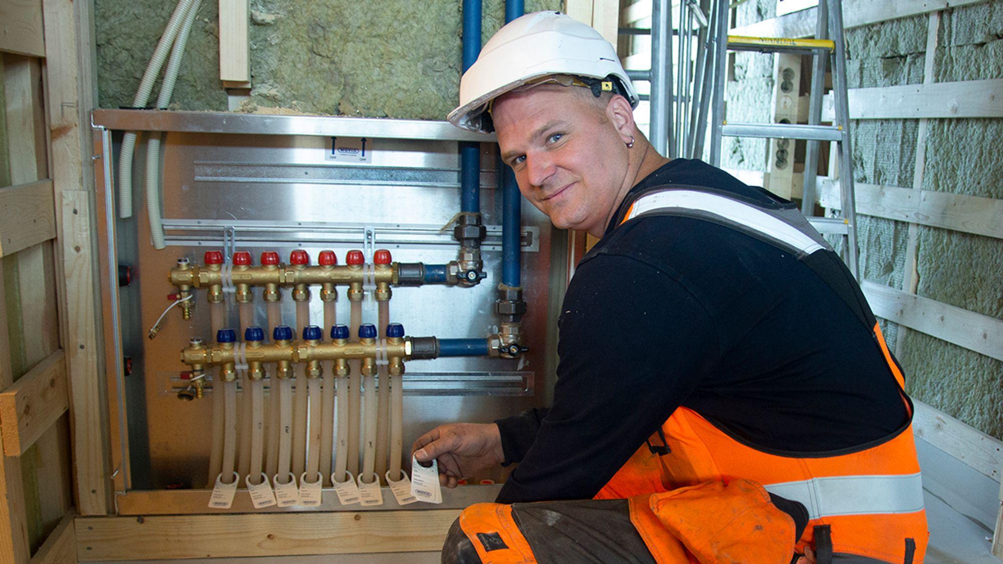 – Wavins tappevann- og gulvvarmeløsning er minst like gode som konkurrentenes systemer, fastslår bas Erling Lyngsvåg hos Tratec.