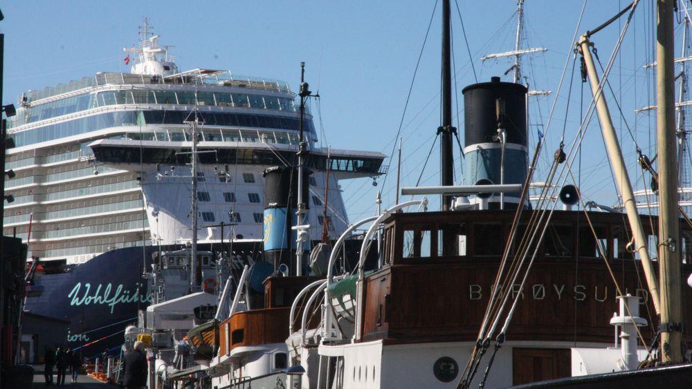Gamle dampskip og et moderne cruiseskip ved kai i Oslo. 3. og 4. juni i år blir hovedstaden preget av Nor-Shipping.
