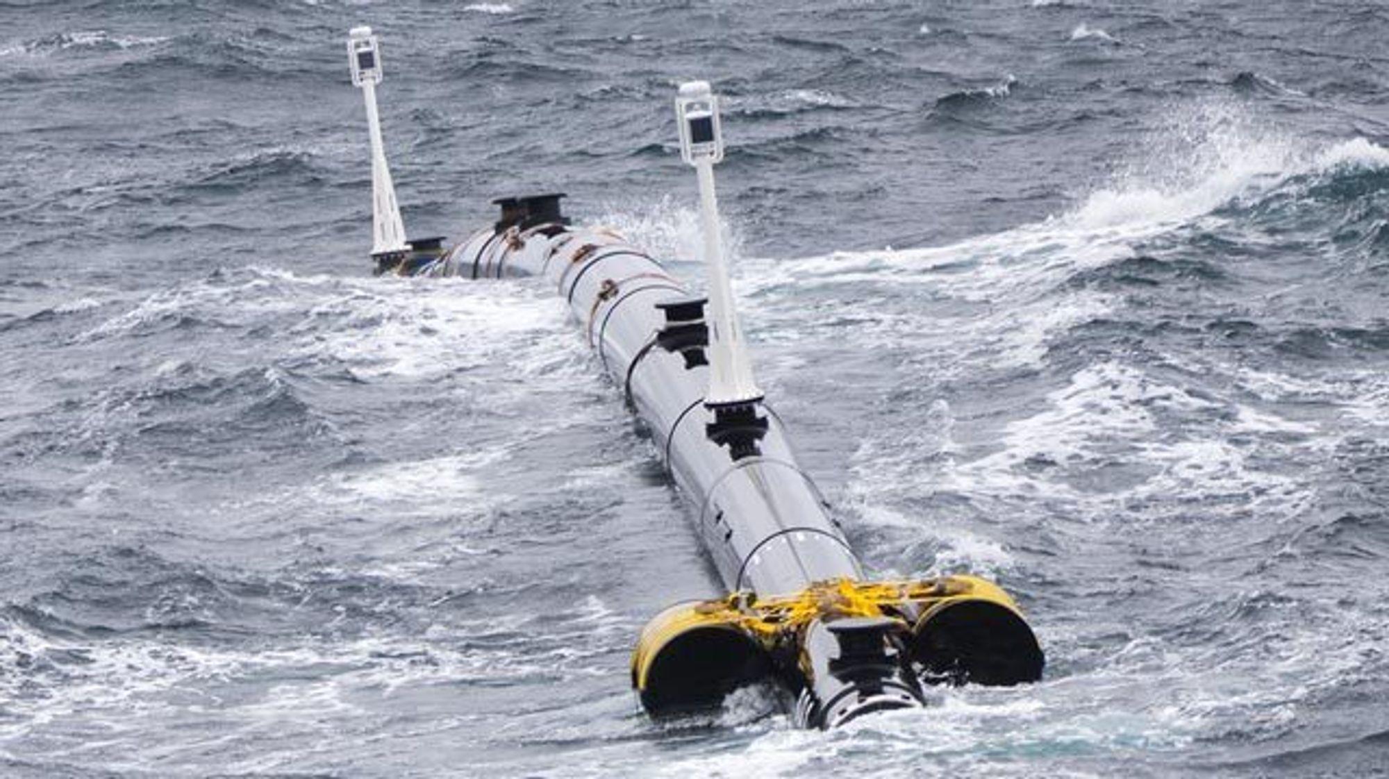 Den første plastbarrieren Ocean Cleanup satte ut i Stillehavet, fungerte ikke som planlagt. Nå tester de en ny versjon.