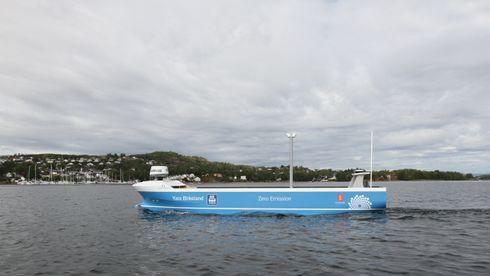 Målet for studentprosjektet Smartship er nådd. Skalamodellen av containerskipet Yara Birkeland seiler autonomt i indre havnebasseng i Horten