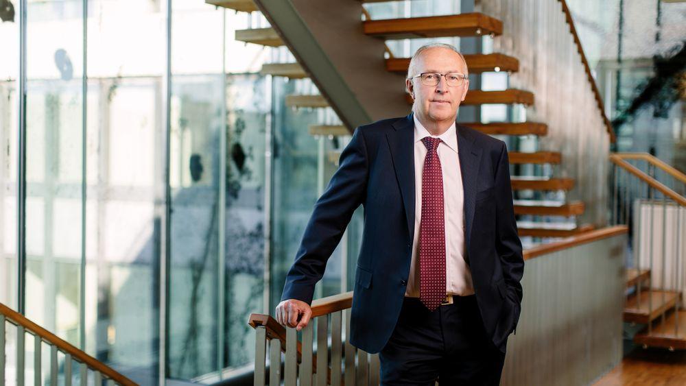 Arvid Moss er president i NHO og konserndirektør for energi og forretningsutvikling i Hydro. Han mener norsk industri ikke har tid til å vente på at havvind blir lønnsomt, men i stedet må ta i bruk Norges unike vindressurser på land.