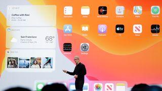 Apple-sjef Tim Cook presenterte nye iPadOS på utviklerkonferansen MWC i San Jose.