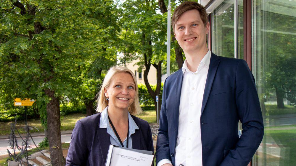 Boligbyggs administrerende direktør Marit Jakobsen Leganger og daglig leder i WK Entreprenør, Erlend Wegger.
