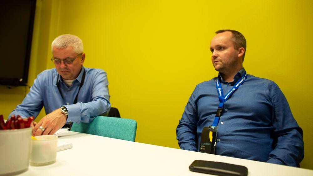 Arnt Nedrebø (t.v.) og John-André Bjørkhaug i NTT jobber med å avdekke datasikkerhetshull på skip.